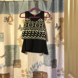 Bongo crop top with southwestern design. Very Cool